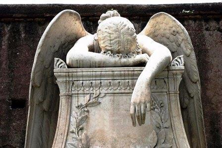 Angel-sculpture-on-a-grav-006.jpg