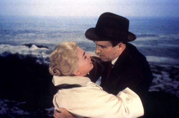 vertigo-1958-007-00m-ro9-scottie-madeleine-embrace-in-front-of-waves_590.jpg
