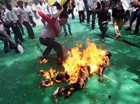 254209-tibetan-activist-and-exile-jamphel-yeshi-27-lies-on-the-ground-burning.JPG